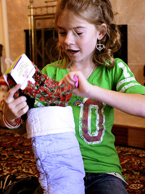 CAPTURE EXCITEMENT BY PHOTOGRAPHING KIDS OPENING PRESENTS