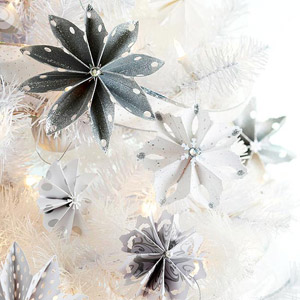 Pretty Paper Snowflake Ornaments
