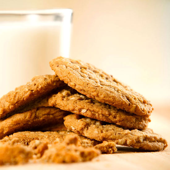 Oat Cookies with Bananas and Warm Cocoa Sauce