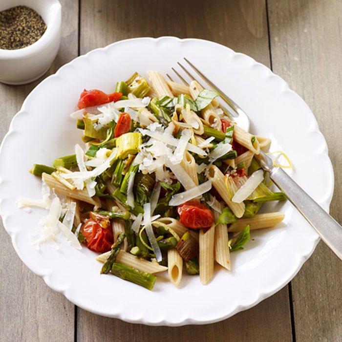 Whole Wheat Penne with Roasted Tomatoes, Asparagus, and Leeks
