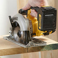 Dewalt handsaw cutting board
