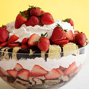 strawberry shortcake with pound cake strawberry shortcake trifle midwest living 7775