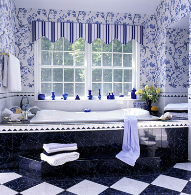 10 Ways to Stretch Bath Space