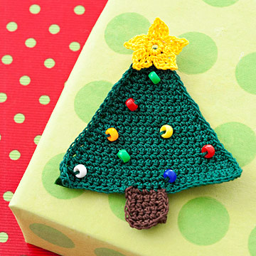 Crochet a Christmas Tree Gift Topper