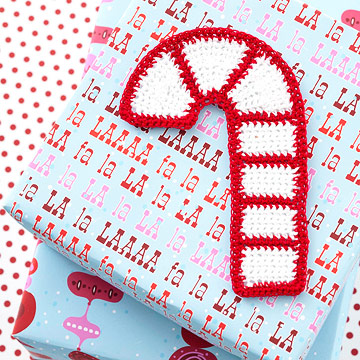 Crochet a Candy Cane Gift Topper