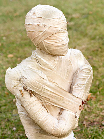 Halloween Decor: How to Make a Mummy