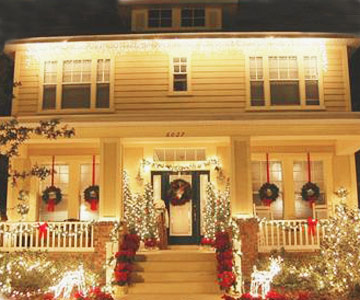 christmas yard decorations from better homes and gardens readers - Craftsman Christmas Classic