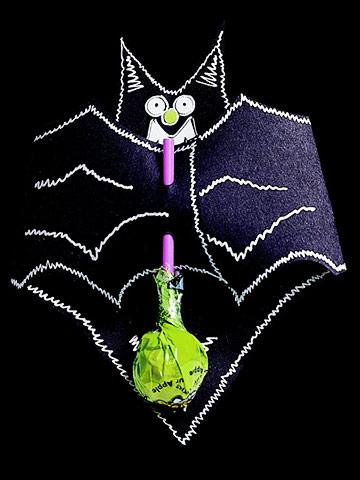 Make a Bat-Shape Lollipop Holder for Halloween
