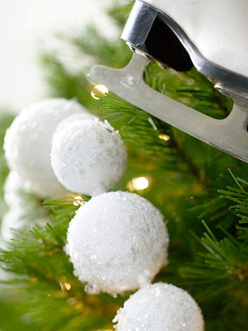 Christmas garlands make a fun christmas tree garland from foam snowballs solutioingenieria Images