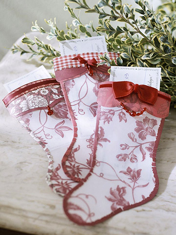 Make a Gift-Card Holder Shaped Like a Christmas Stocking