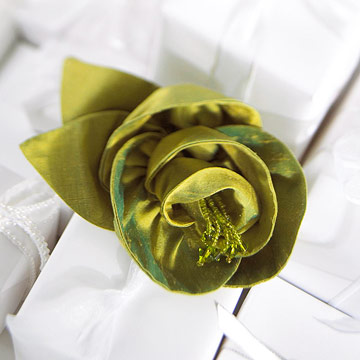 Organdy Flower Pin Gift Topper