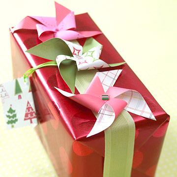Pretty Paper Pinwheel Christmas Gift Topper