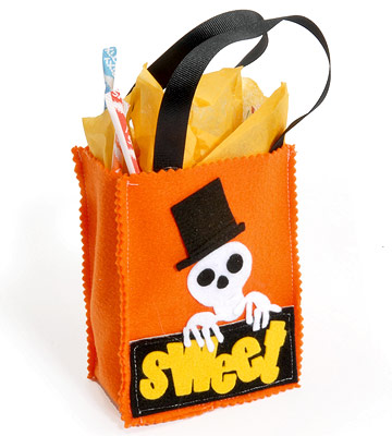 Make a Spooky Halloween Treat Bag from Felt