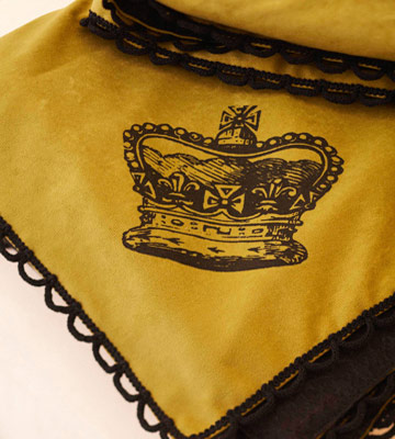 Royal Throw