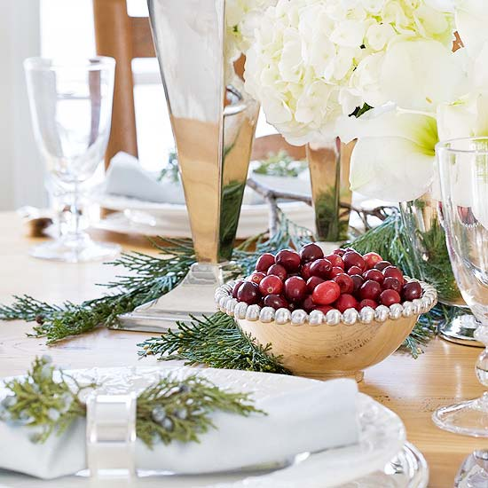 Festive christmas table place settings for Christmas lunch table setting ideas