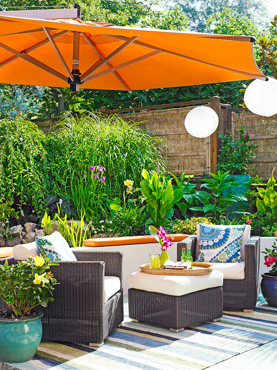 Stylish decorative touches for outdoor rooms for Outdoor pool room ideas