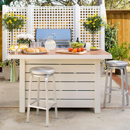 Small Space Outdoor Entertaining Tips From Better Homes