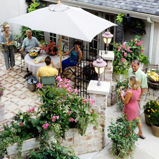 Small-Space Outdoor Entertaining Tips From Better Homes