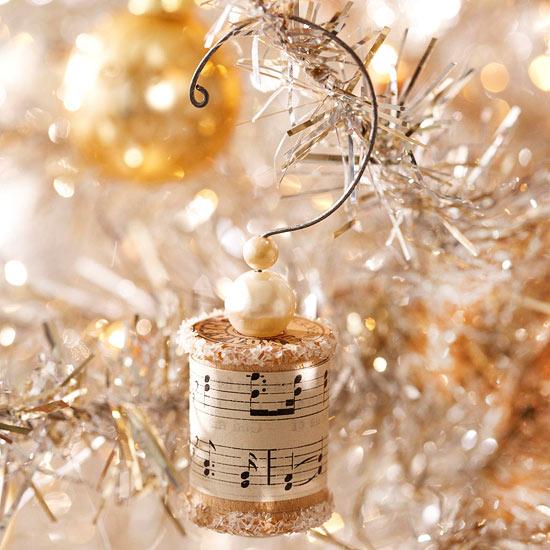 Make a Vintage Spool Christmas Ornament