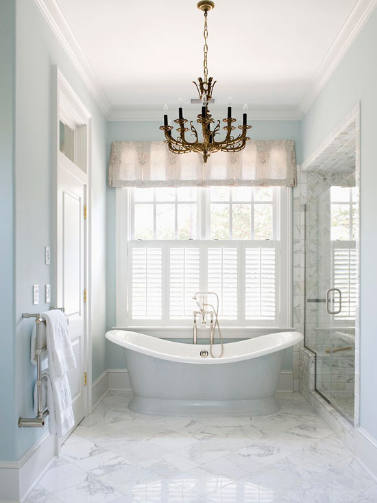 Dream Bath in Blue: Stunning Statement Pieces