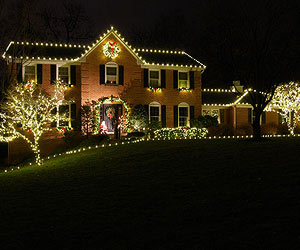 how to hang christmas lights - How To Decorate A Ranch Style Home For Christmas