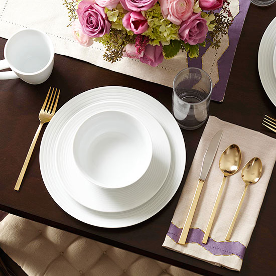 Romantic valentine 39 s day dinner ideas from better homes for Everyday kitchen table setting ideas
