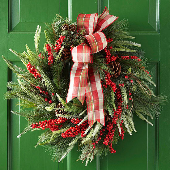 How to make a pine and berry wreath for How to make christmas door wreaths