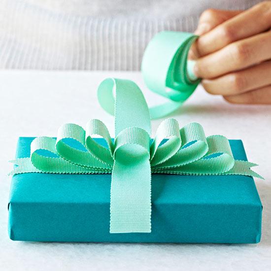 Festive bows negle Images
