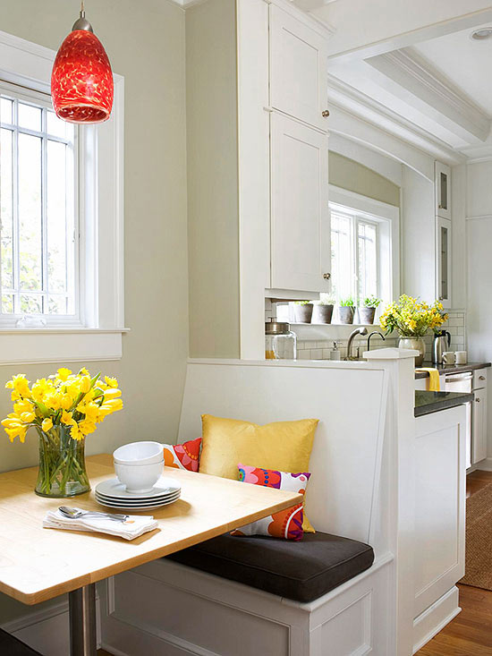 Banquettes for small spaces for Small eat in kitchen