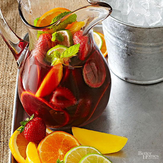 Fresh and fruity sangria recipes for Fruity mixed drinks recipes