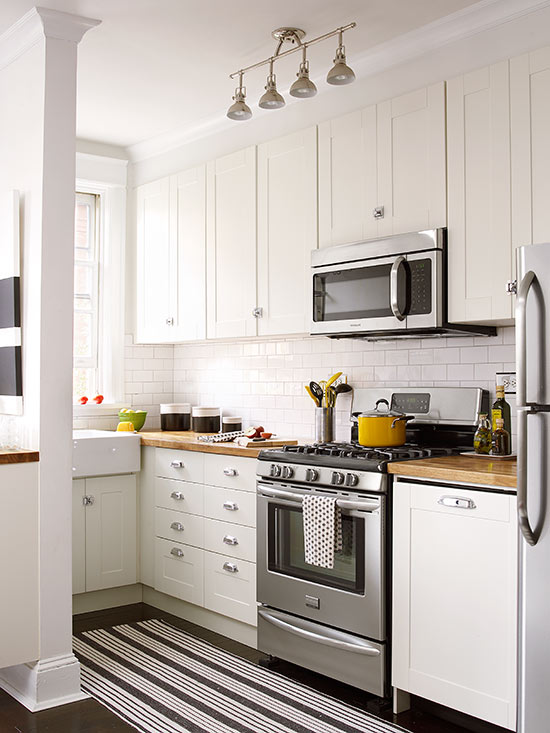 Small white kitchens for Small kitchen cabinets