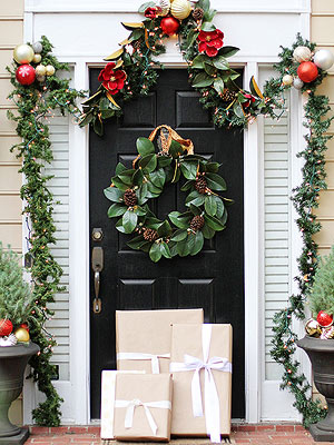 outdoor christmas decorating ideas - Classic Outdoor Christmas Decorations
