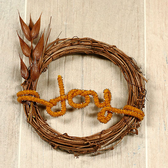 How to Make an Easy Wreath with a Word
