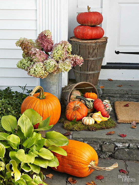 Decorate your prettiest fall front door ever for Pictures of fall decorations for outdoors