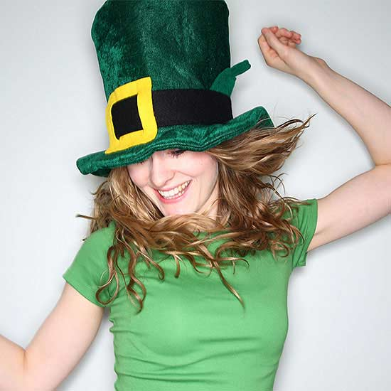 How to wear green for st patricks day wearing green shirts and leprechaun costumes on st patricks day are traditions that started in the 17th century when people wore green ribbons and solutioingenieria Choice Image