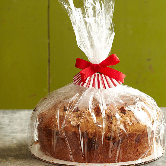 7 easy food gift wrapping ideas for Christmas cake gift