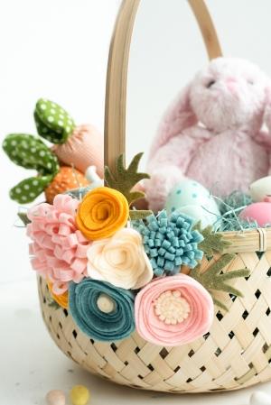 Easter eggs easter baskets diy felt flower easter basket solutioingenieria Gallery
