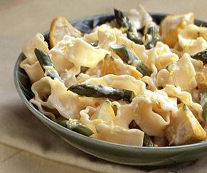 Garlic Asparagus & Pasta with Lemon Cream