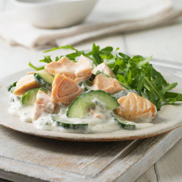 Toasted Pumpernickel-Salmon Salad