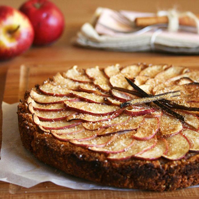 Apple Tart with Cinnamon and Honey