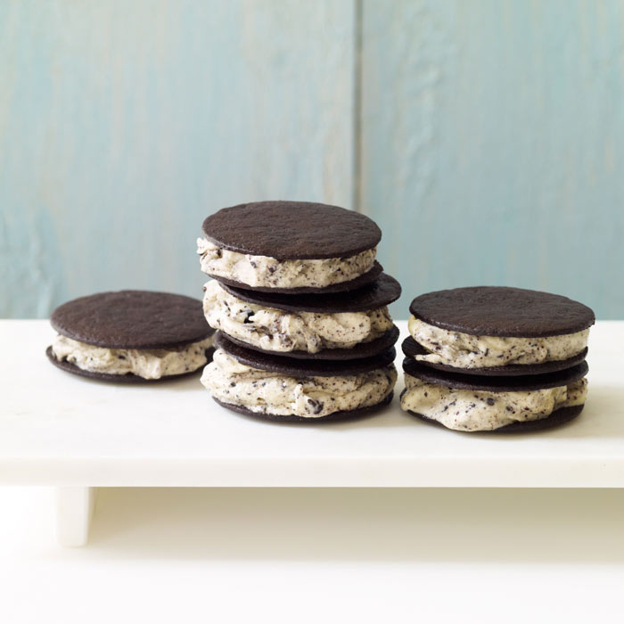 Cool Mint Cookies and Cream Mini Ice Cream Sandwiches